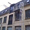 Weland utrymningsplattform och fasadstege utrustad med skyddskorg