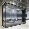 Glasvägg,maximala glasytor, känsla av öppenhet, mellanliggnde karmsidor, aluminumprofil, akustiktak