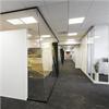 Mellanvägg, systemvägg med glaspartier, skarvfri vägg, luftig känsla, vit design