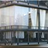 Sakkes sokskyddande gardiner och plisségardiner på inglasad balkong