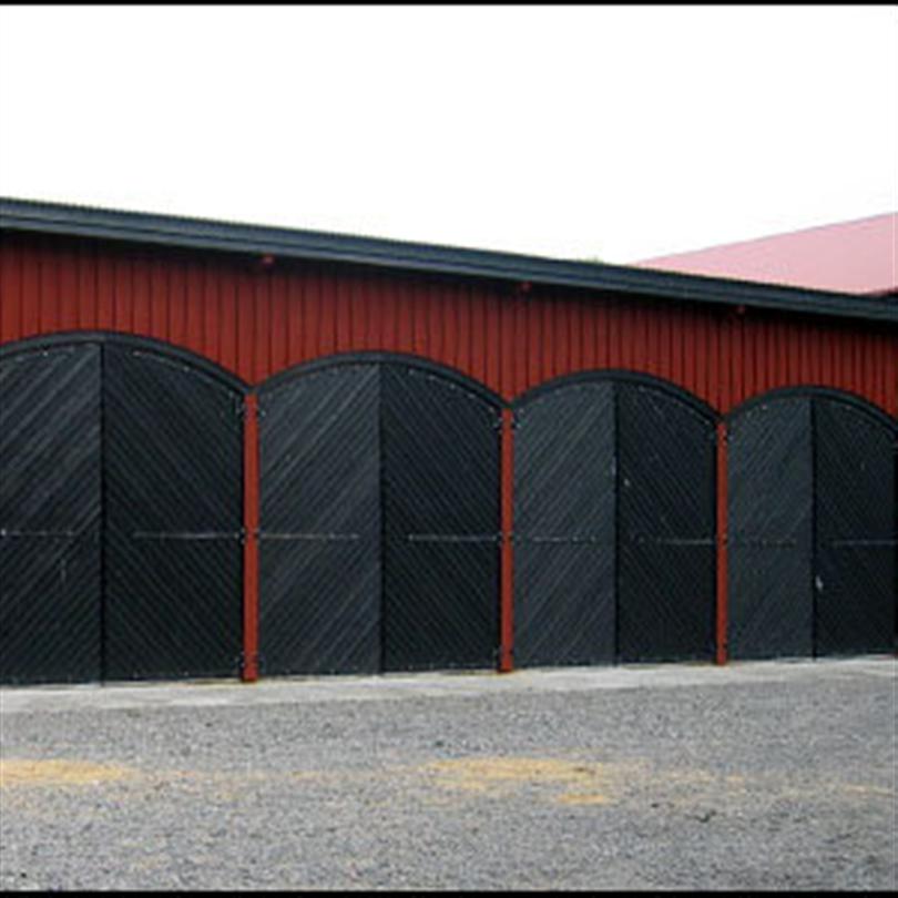 Dörr & Portbolaget Traktorgarageport svart