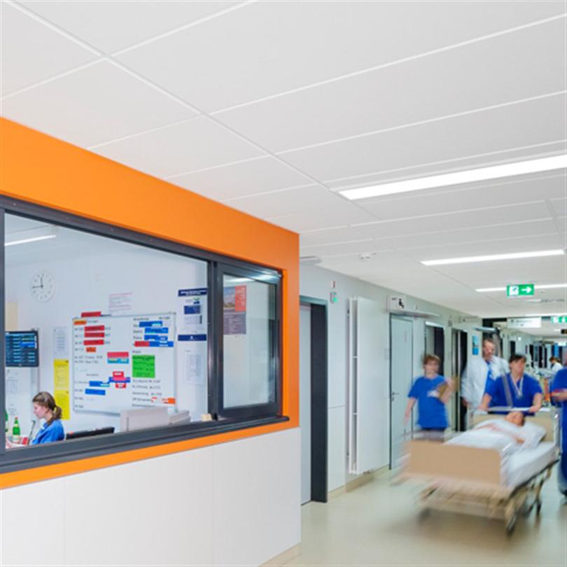 Akustiktak på ett sjukhus