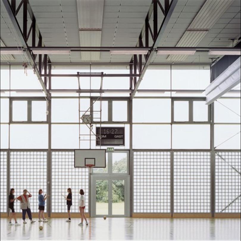 Slagtåligt akustiktak i gymnastiksal, demonterbart