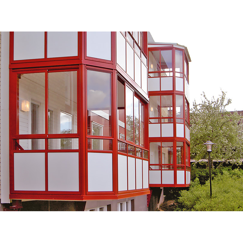 Weland balkonginglasningssystem Focus med fasade hörn