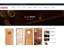 Bastudörr av trä på webbplats