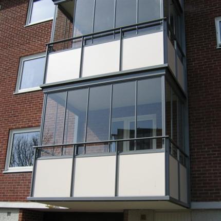 Alnova NovaLine Robust inglasningsluckor med vertikala aluminiumprofiler