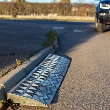 asfaltcigarr-med-bil