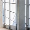 Högisolerande dagljusfasad, semitransparanta kanalplastpaneler, stärks av aluminium, ytterväggskonstruktion