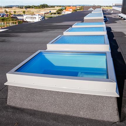 Isolerande takfönster med aluminiumram, ljudreducerande