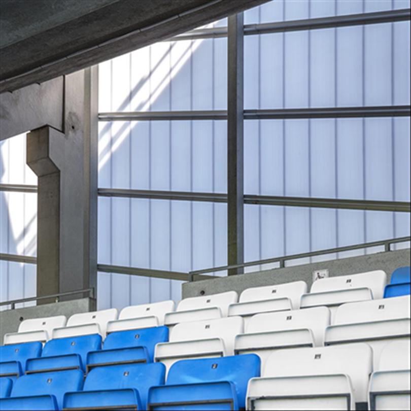 Semitransparant fasadsystem i heslingborg, högisolerande kanalplastpaneler, stärkta av aluminium
