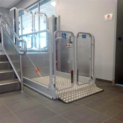 MPR Strategos III rullstolshiss med dörrautomatik