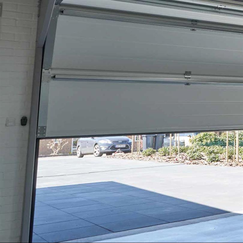 Lindab Garageportar, med Finger Protection-system