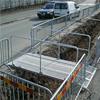 Gångbro av stål, med halkfri slitsdurk, smidig och lätt bro, räcken av stålrör