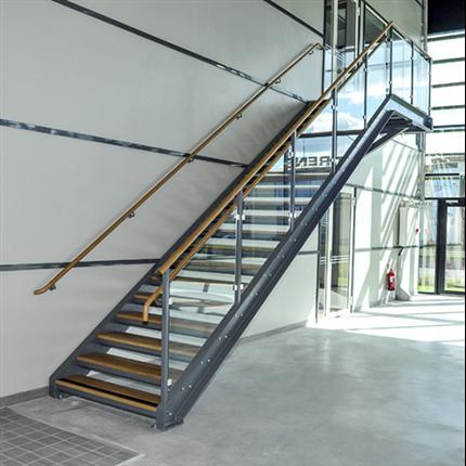 Monteringsfärdiga raka trappor, trappa i metall, barnsäkert räcke