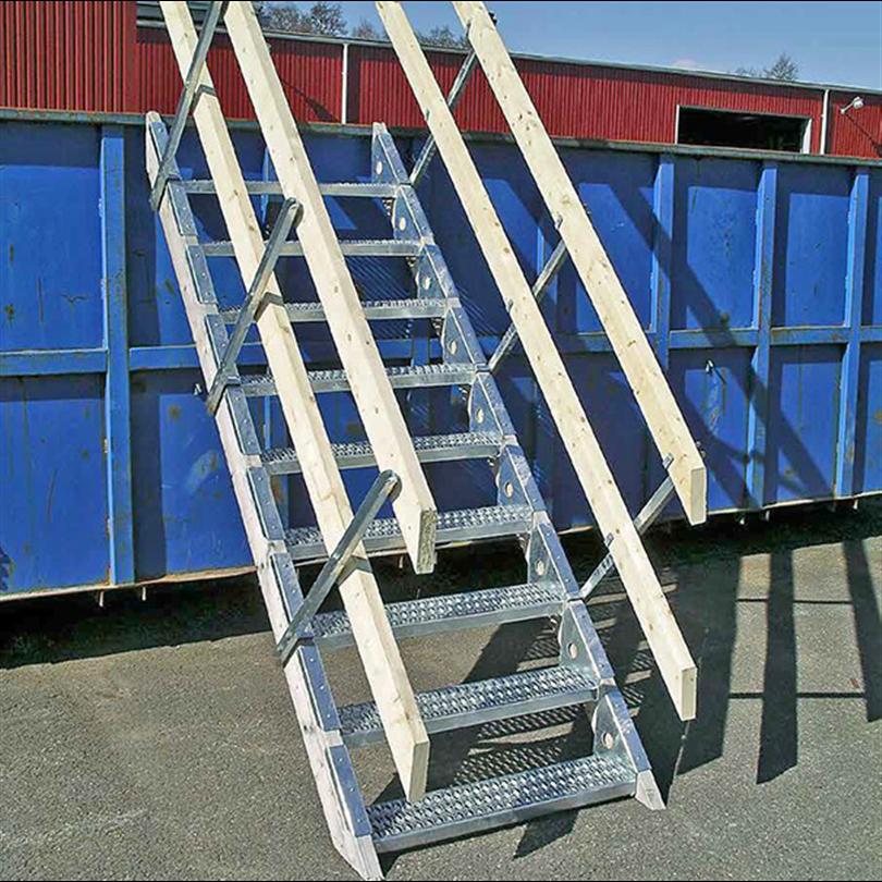 Byggtrappa med halksäkra trappsteg, säker och tillfällig trappa för byggarbetsplatser