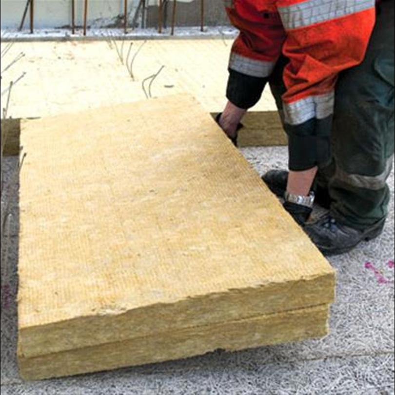 Isolerande bjälklag, miljövänlig och brandklassat innertak