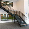 Rak trappa med vilplan och extra handledare