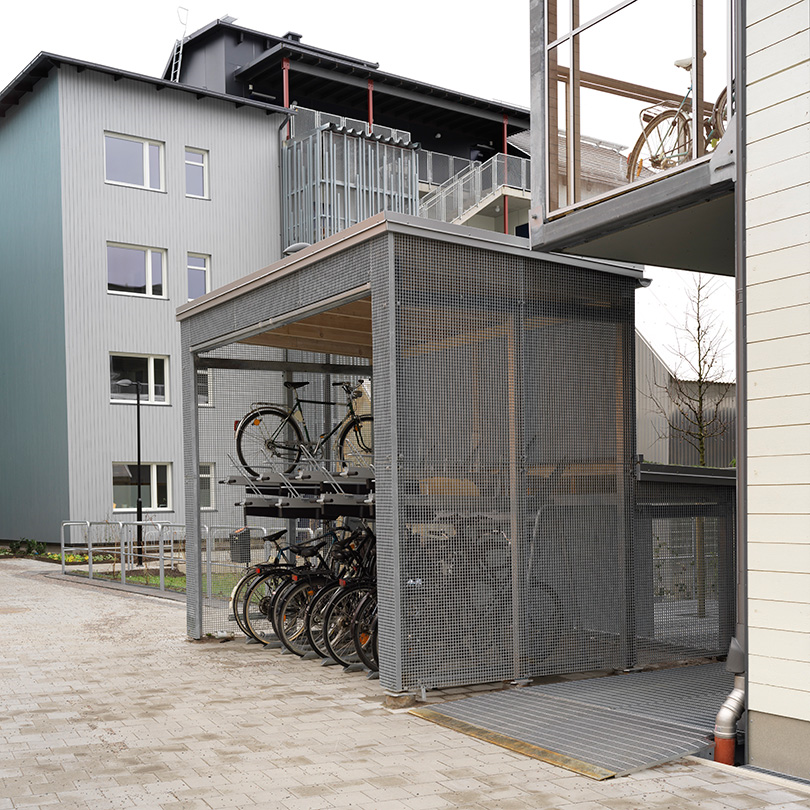Cykelförråd med gallerdurk