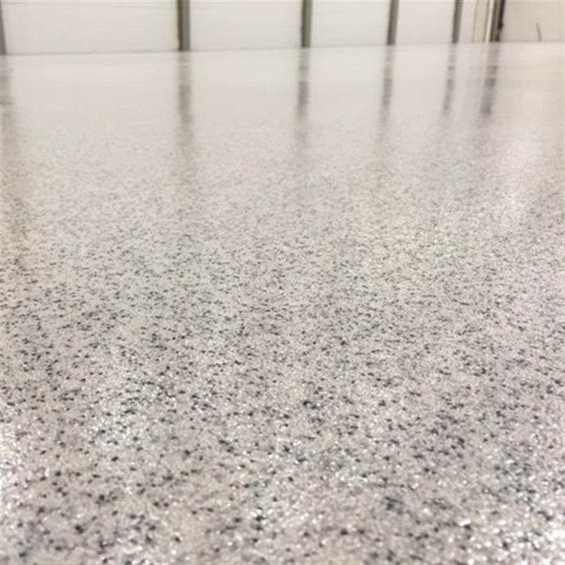 SLitstark golvbeläggning med infärgad kvartssand