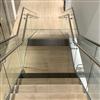 Rak trappa med helglasräcke