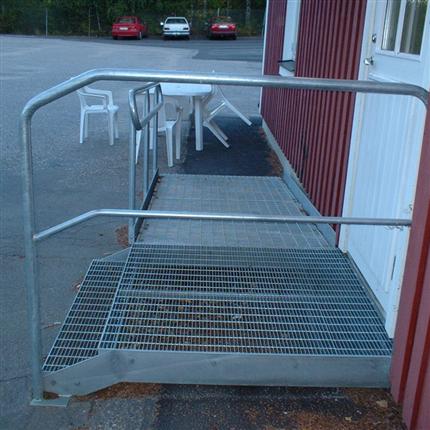 Vytab Handikappanpassad gallerdurksramp med liten trapp