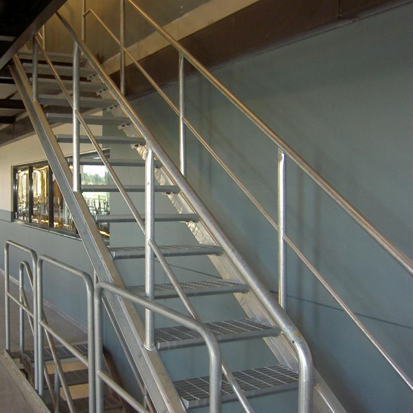 Vytab Standardräcke av typ industri på rak trappa