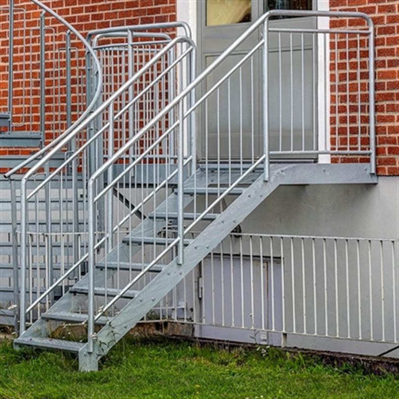 Vytab rak trappa med helsvetsat, barnsäkert pinnräcke