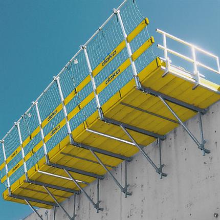 Förmonterad arbetskonsol, standardiserade systemdelar, för betongarbeten