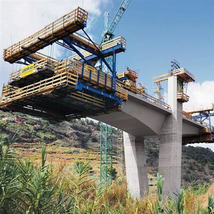 Klätterform för byggnadsverk, Bro på Gran Canaria, säkert arbete