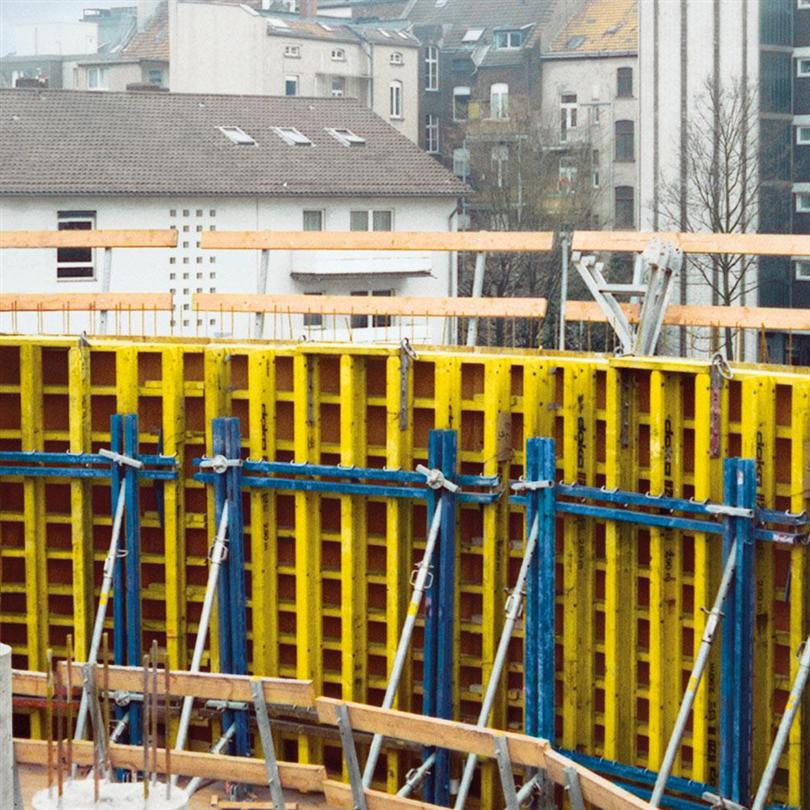 Klätterform för byggnadsverk, kranklätterform med arbetskonsol