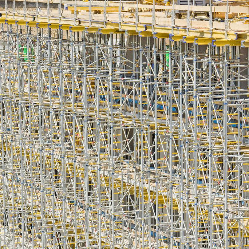 Stämptorn för höga laster och stämphöjder, stabila stålramar, hög arbetssäkerhet