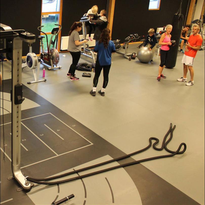 Gymgolv med zonindelning, ergonomiska gummimattor, ljuddämpning, stötdämpning