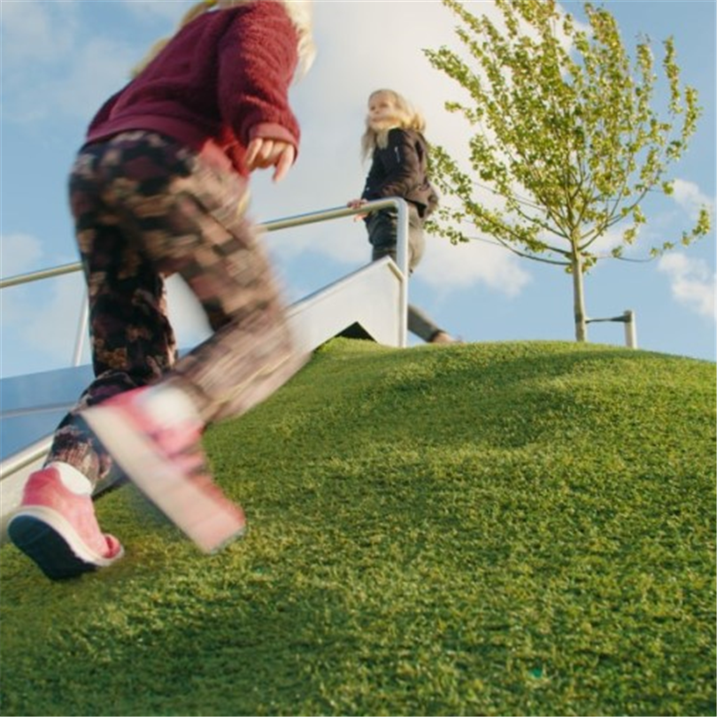 Unisport Safegrass Eco återvinningsbart konstgrässystem för lekplats, skolgård, trädgård