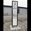 Trafikmiljö hållplatspelare monterad på betongplatta