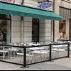 Trafikmiljö restaurangsstaket med glasfyllning