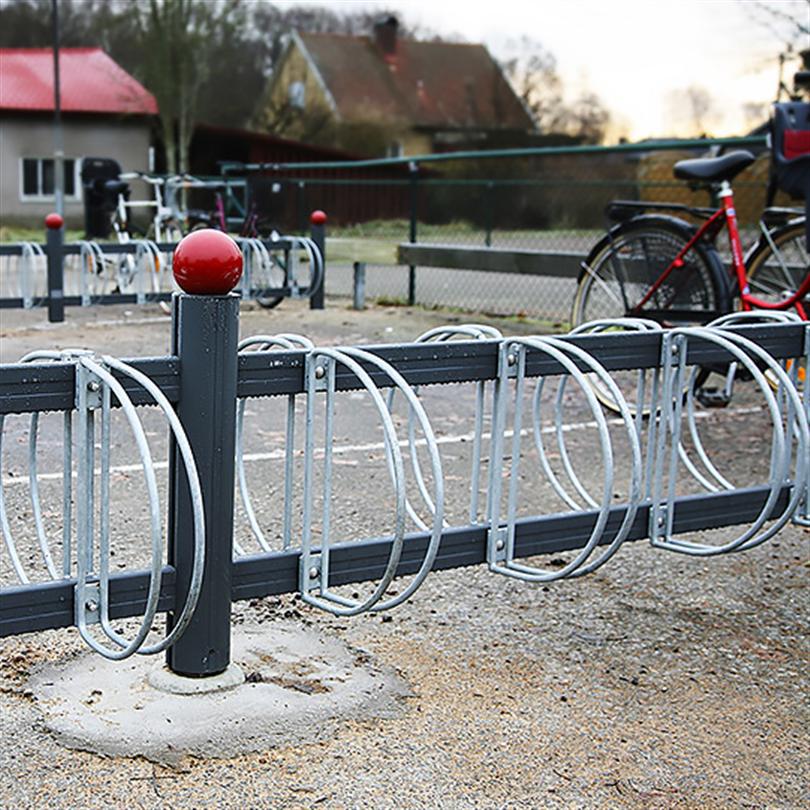 Cykelställ med hjulhållare monterade på båda sidor