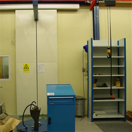 Insidan av en Inbyggnad, ljuddämpande maskinbyggnader, avskärmning, bullerisolering, ljudisolerning, flexibla byggsystem