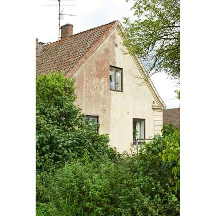 Putsad fasad med rödalg, 4 månader efter behandling med Grön-Fri.