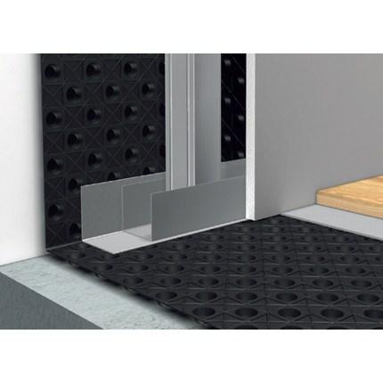 Jape VentGolv kan även användas för att åtgärda fuktiga källarytterväggar Samma principer och material används som till golv förutom att distansmattan och andra detaljer fästes med spik eller skruv