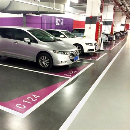 Färgad parkeringshusbeläggning för att vattentäta parkeringshus