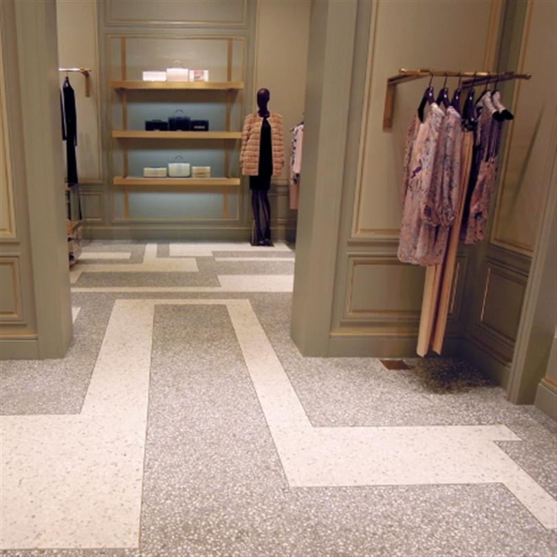 Matt golvbeläggning med marmorfiller