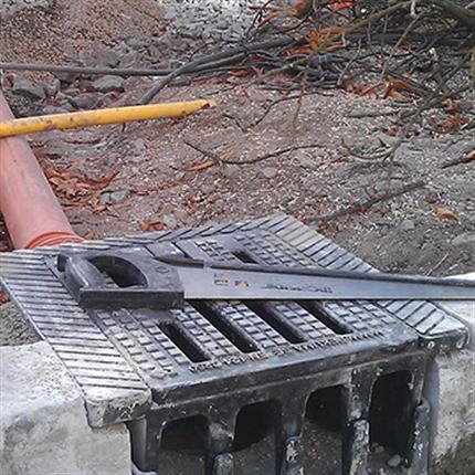 Pekuma Dagvattenbrunnsbetäckning med sidointag