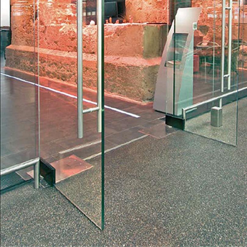 Tormax 1401 iMotion slagdörrsautomatik under golvet