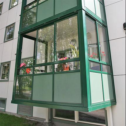 Integrerad balkonginglasning, stabil uppbyggnad, balkong med skjutluckor