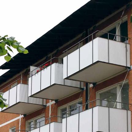 Balkongsystem med långa, infästning med vinkelupplag