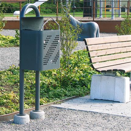 Papperskorg med stativ och betongplinter, låsbar papperskorg