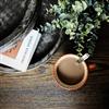 Osmo Hårdvaxolja Pigmenterad, bordsskiva med kaffekopp och annat