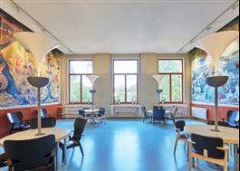 Kulturminnesmärkta väggmålningarna från 1936 har bevarats. Foto Björn Lofterud
