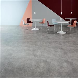 Texturen hos ett flytande betonggolv är ett vanligt önskemål vid ombyggnation av lager eller moderna kontor, men i praktiken är det svårt att lyckas med. Amtico har skapat ett LVT-golv med en tät ytstruktur, likt den som finns hos en polerad betongyta, samtidigt som man slipper svårigheterna med ett hällt betonggolv.