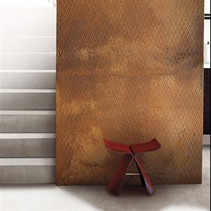Scandiwall Rullrost och rullbetong är två nya böjliga ytskikt av äkta rost alternativt betong. Ytskikten levereras på rulle och kan sättas upp på liknande sätt som tapeter för beklädnad av exempelvis väggar, möbler och tak.